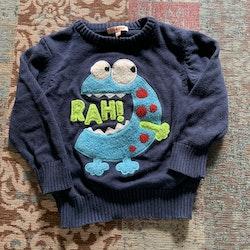 Tvådelat set med jeans och mörkblå stickad tröja med monster från Bluezoo stl 98 & 98/104