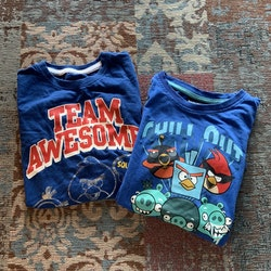 Två blå tröjor med färgglatt Angry Birds tryck från Lindex och Kappahl stl 98/104