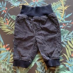Mörkblå byxor med vita ränder från PoP stl 56