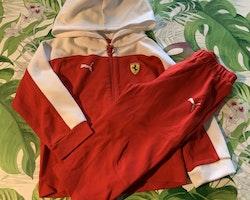 Rödvit set med tröja/jacka och byxor från Puma & Ferrari stl 80