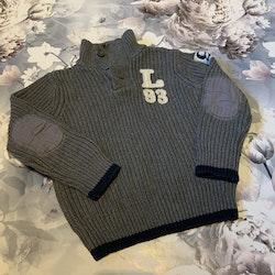 Grå tjock stickad tröja med detaljer i mörkblått och vitt från HM stl 98/104