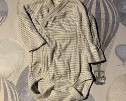 Vit omlottbody med grå ränder från Newbie stl 56