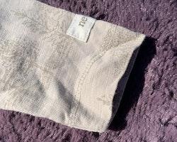 Beige farfarsknäppt body med ljusbrunt natur- och rävmönster från Newbie stl 56