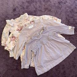 4 delat klänningpaket i främst lila och rosa med blommönster, enfärgat, spets och volanger från Newbie stl 56