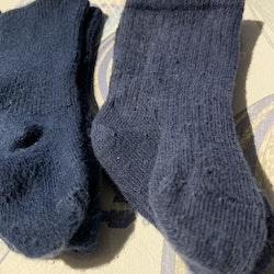 Tre par strumpor i mörkblått från Newbie stl 2-6 mån