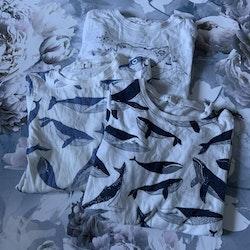3 delat body paket i vitt, mörkgrått och blått med marint tema med en massa valar från Newbie stl 86