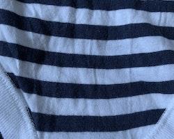 Vit body med mörkblå ränder från Newbie stl 86