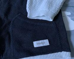 Mörkblå och vit stickad kofta med dragkedja från Newbie stl 98/104