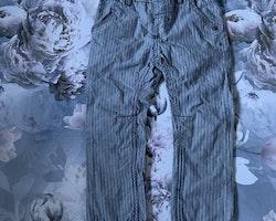 Mörkblå- och vitmönstrade byxor från Newbie stl 92