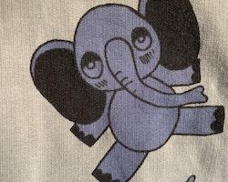 Ljusgrå jumpsuit med blå elefanter från Mini Rodini stl 56/62
