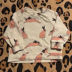 Gräddvit tröja med rosa kaniner från Mini Rodini stl 56/62