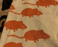 Beigea leggings med rödorangea råttor från Mini Rodini stl 68/74