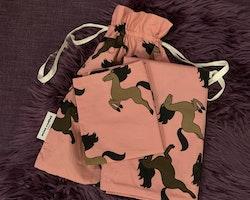 3 delat sängklädespaket i rosa med hästprint från Mini Rodini stl Baby