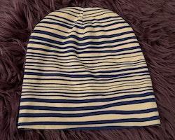 Ljusbeige- och blårandig tröja samt mössa från Mini Rodini stl 104/110 & 52/54