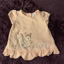 Aprikosrosa kortärmad klänning/tunika med Bambi från Disney Store stl 80-86