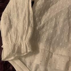 Tunn och så vacker vit blusbody från Zara stl 74