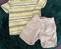 Randig t-shirt i olika bruna, beigea och gröna nyanser och ett par beigea linnemix shorts från HM stl 86