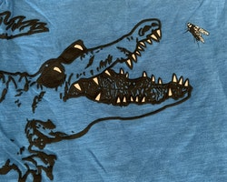 Blå t-shirt med svart krokodil från Kappahl stl 86/92