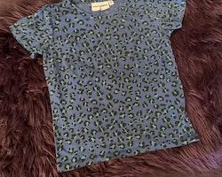 Blå leopardmönstrad t-shirt från Mini Rodini stl 92/98