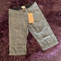 Mörkblå och vita lite längre snyggare shorts från Newbie stl 104