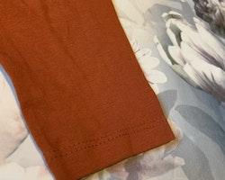 Roströd/orange tröja med 3d tigertryck från HM stl 98/104