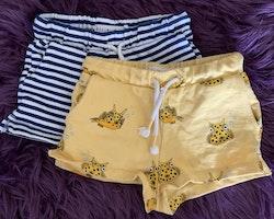 Gula shorts med koffertfiskar från Minimarket stl 86/92