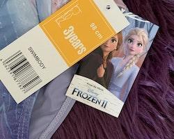 Lila baddräkt med motiv ur filmen Frost/Frozen II från Disney stl 98