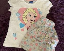 Vit t-shirt och grå volangkjol med tryck ur filmen Frost/Frozen från Disney stl 116