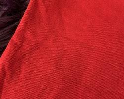 3 delat paket med två röda t-shirts varav en med Alfons Åberg och ett par beiga shorts stl 92