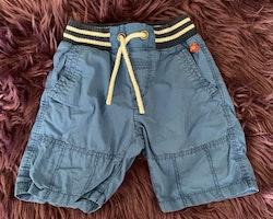 Blå shorts med mörkblått Bamsetryck baktill från Lindex stl 92
