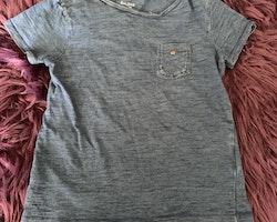 3 delat t-shirtspaket i blått, vitt, grått och svart från Åhléns stl 86/92