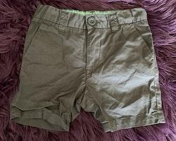 Mörkgrå shorts i chinosmodell från HM stl 92