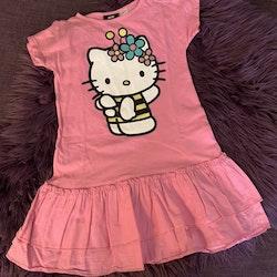 Rosa kortärmad klänning med Hello Kitty från HM stl 110/116