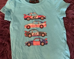 Två t-shirtsi grått och blått med biltema från HM & Baby Skill stl 74/80 + 80