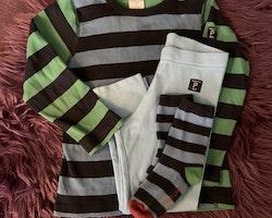 3 delat paket med tröja, leggings och strumpor i blått, svart och grönt från PoP stl 98 + 25-27