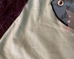 Ljusturkost linne med fiskapplikation framtill från PoP stl 110/116