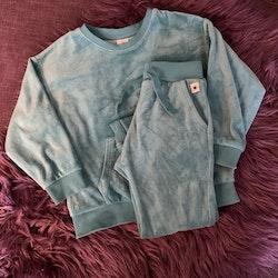 Turkost set i velour med tröja och byxor från Lindex stl 104