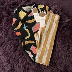 Svart body med färgglada frukter och gulvitrandiga leggings från Lindex stl 62