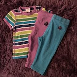 3 delat paket med en färgglad randig t-shirt och två par leggings från PoP stl 68