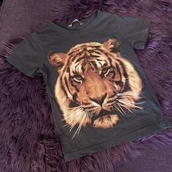 Mörkgrå t-shirt med tigertryck från Lindex stl 98/104