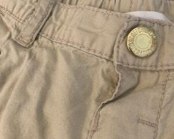 Beigea shorts från HM stl 104