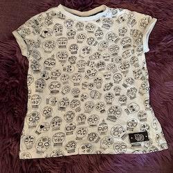 Ljust mintfärgad t-shirt med svarta Cinco de Mayo skallar från Molo stl 110