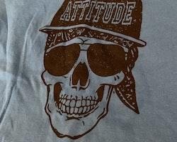 Blå t-shirt med svart dödskalle från Cool Kids stl 98/104