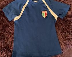 Blå fotbollströja för Italien från HM stl 98/104