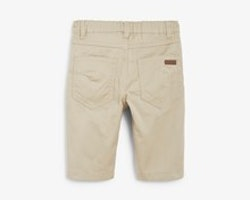 Beigea längre shorts i chinosmodell från Newbie stl 116