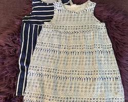 Två klänningar i blått och vitt från HM stl 98