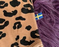 Brun och svart leopardmönstrad body med volangärm från The Brand stl 56/62