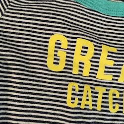 Mörkblå- och vitrandig romper med turkosa kantband och gult texttryck från Carter's stl 12 mån