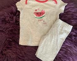 Ljusgrå t-shirt och shorts med vattenmelontryck från Bonprix stl 68/74