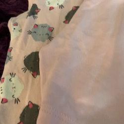 3 delat ljusrosa paket med en kortärmad body, ett par cykelbyxor och ett par leggings med katter från HM stl 74                    o